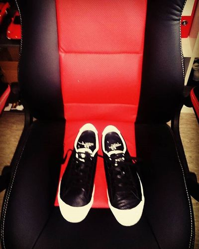 Shoe Married Blackandwhite Ferrari Seats Chair Shoes Red Justmarried Sneaker 😚 K -swiss Kswiss LoveSneakers Sneakernews