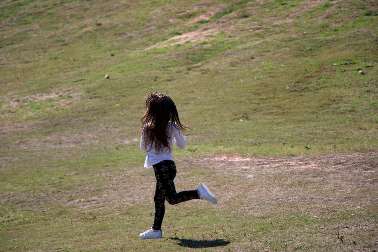 Day Full Length Grass Healthy Lifestyle Kid Landscape Leisure Activity Nature One Person One Woman Only One Young Woman Only Only Women Outdoor Pursuit Outdoors People Real People Runing K Sport Women Young Adult