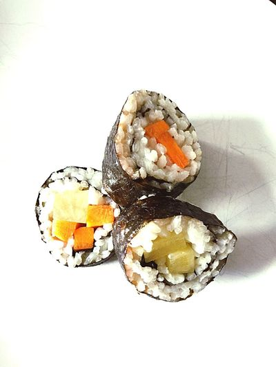 Vegetarisches Sushi selbst gemacht White Background Food And Drink Food Rice - Food Staple Studio Shot Healthy Eating Food Stories