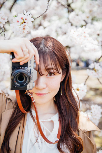 Japanese girl took photos at cherry blossom garden. Camera Japan Tokyo Beautiful Woman Beauty Beauty In Nature Flower Fuji Long Hair Outdoors Photographing Portrait Xt20 EyeEmNewHere EyeEmNewHere