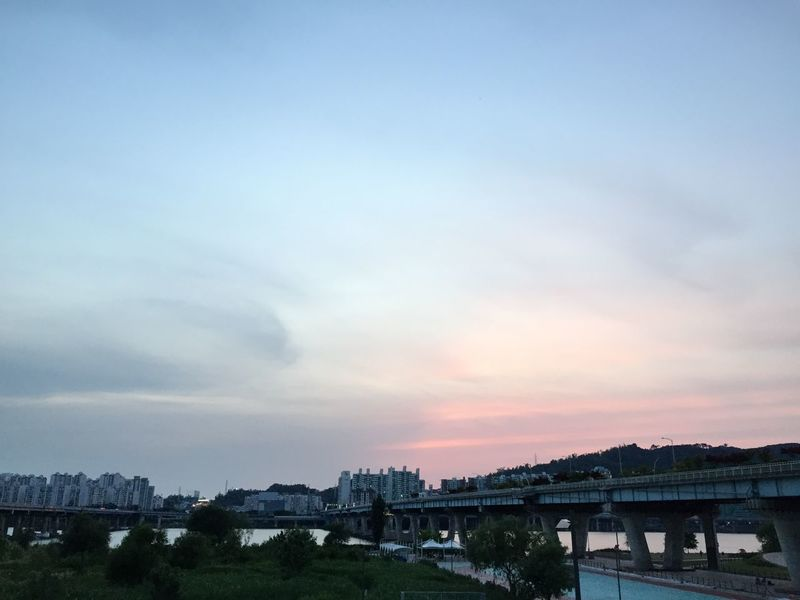 Seoul, Korea Iphone6 Enjoying The Sun Bridge Taking Photos