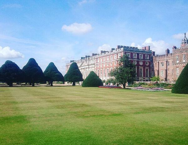 Hamptoncourtpalace Hamptoncourtpalacegardens Cloud - Sky Sky Architecture Castle Scenics Grass No People