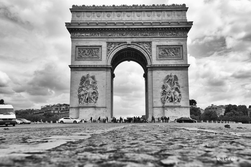 The Great Outdoors With Adobe The Great Outdoors - 2016 EyeEm Awards Architecture Arc De Triomphe Paris France Blackandwhite B&w Black And White Black & White Blackandwhite Photography Black&white Monuments Monument Street Photography Sky And Clouds Sky