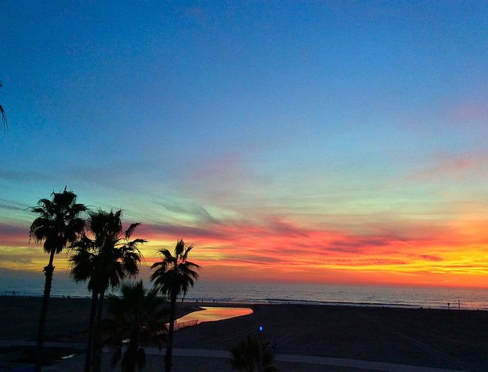 Sunset Over Santa Monica Beach Shutters Hotel Santa Monica Pier #sunset ♥ Check This Out Supersuns Supersunset California Love CaliLife