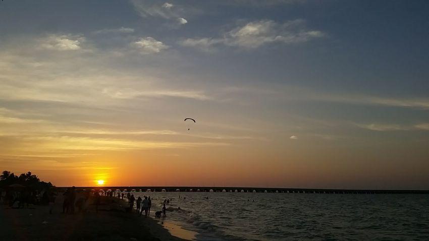 atardecer en Puerto Progreso Water Hot Air Balloon Flying Sea Sunset Adventure Horizon Beach Silhouette Sun Parachute Paragliding
