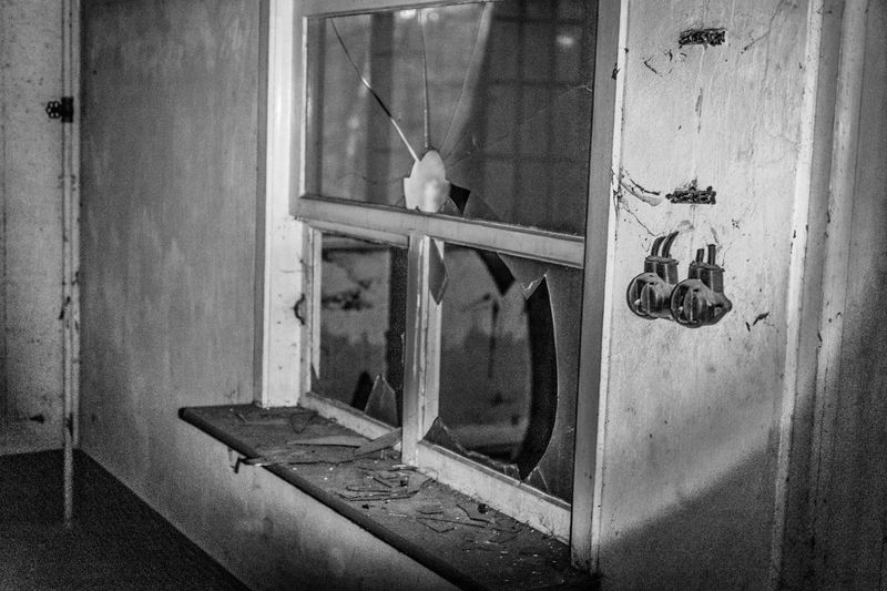 The reception of an abandoned company. Even in sunlight it is frightening as hell. via http://www.rhme.de/welcome/ Bwpicoftheday Abandoned Monochrome Blackandwhite