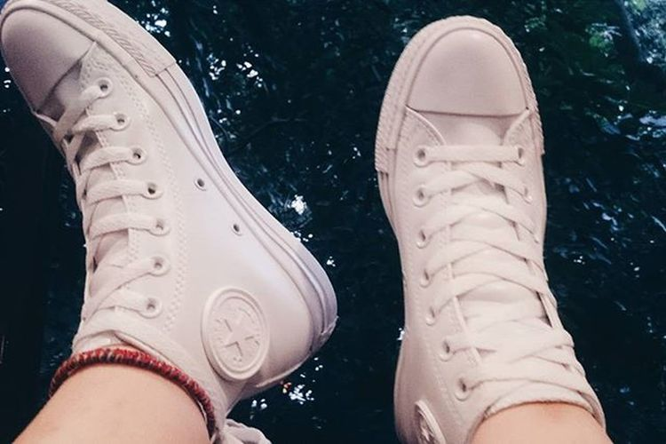 White 👟👟 💓💓💓 . . . . . Shoes Sneakers Converse Converselove Converserubber Allwhite Whiteshoes White New Anglet Outofmoney Photooftheday VSCO Vscocam Vscovietnam Instadaily Dailypic Instapic Shoestagram Shoesoftheday Fbdoremi Feedbackdoremi