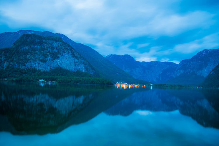 Water Reflection Sky Cloud - Sky Waterfront Mountain Scenics - Nature Tranquility Lake Beauty In Nature Tranquil Scene Nature No People Idyllic Mountain Range Non-urban Scene Symmetry Outdoors Day Reflection Lake Mountain Peak