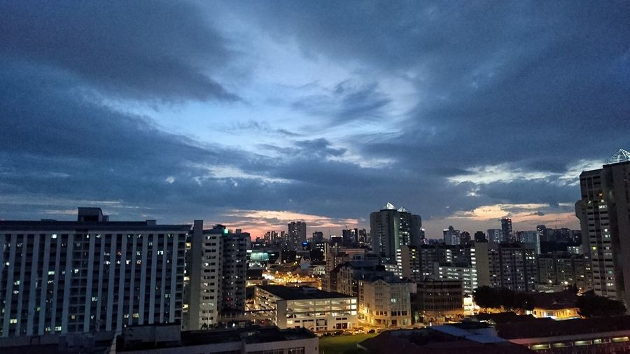 Sunset View at Rochor Centre & Jalan Besar skyline (Viewing from Maude Road) Snapseed Eveninglight Singaporestreetphotography Smartphonephotography Sonyxperiaphotography Mobilephotography Sunset Nightphotography Cloudobsession