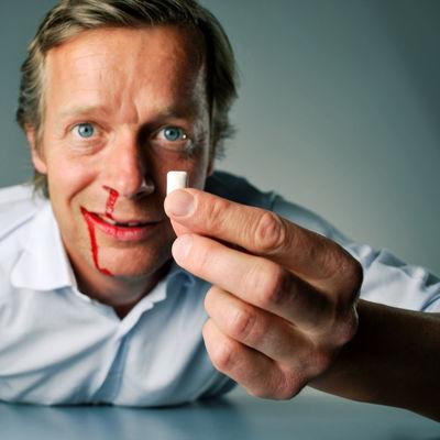 Schmerzen Zahnarzt Blut Blutige Nasen Schlammschlacht Funny Faces Kaugummi Punch Zahn Zahnlücke.