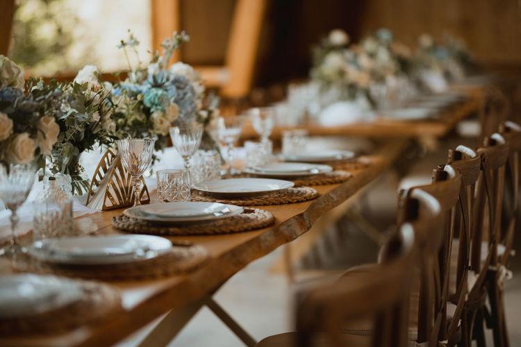 Restaurant dining table decor