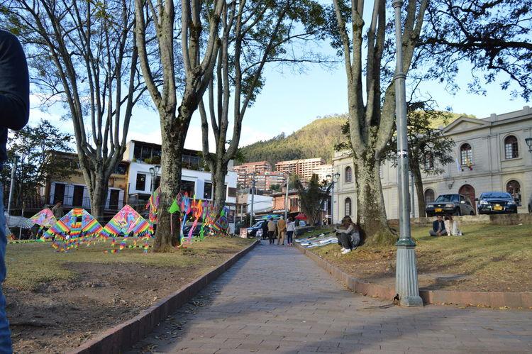 Más perspectivas Camino Cometas Park Path Perspective Punto De Fuga Selling On The Street Usaquen