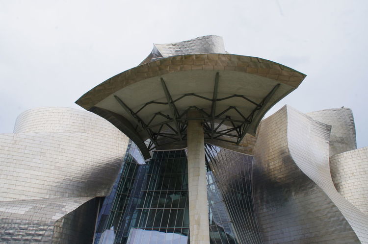 Architecture Building Exterior Built Structure City Day Guggenheim Guggenheim Bilbao Low Angle View Modern No People Outdoors Sky Españoles Y Sus Fotos Streamzoofamily Symplicity EyeEm Selects