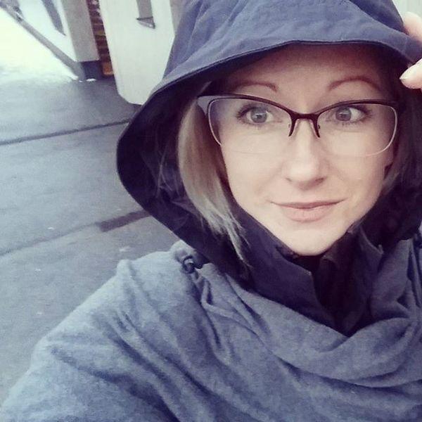 Hello there 😊 Tb Throwback Mud M Rain Rainy Raining Cape  Black Grey G Greyeyes  Ootd Salewa Comma PradaGlasses ☔ ☁ 😚
