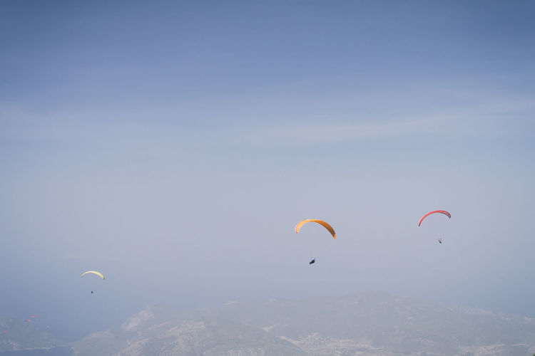 Adventure Buddies Adrenaline EyeEm Best Shots Freedom Paragliding Step It Up Adventure Beauty In Nature Extreme Sports Flying Leisure Activity Lifestyles Mid-air Multi Colored Nature Paraglider Paragliders RISK Scenics Sky Sport Be. Ready. Go Higher Summer Exploratorium This Is Strength