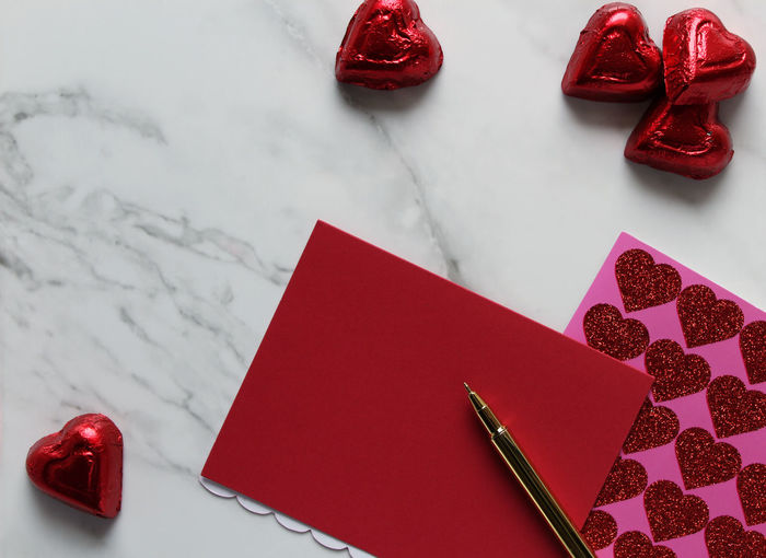Love note Chocolate Concepts Copy Space Desk Gold Pink Red Valentine Valentine's Day  Backgrounds Blank Candy Card Food Heart Shape Indoors  Marble No People Paper Pen Red Studio Shot Sweet Food Sweets Table