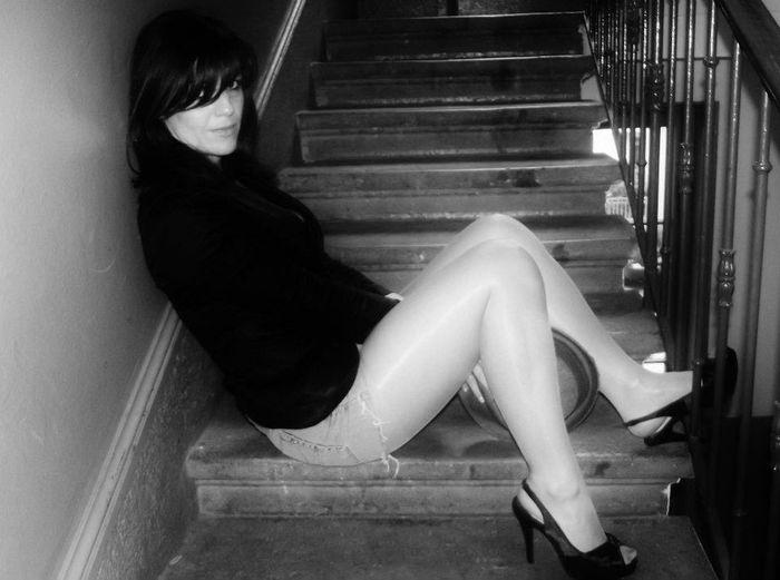 Brunetteshavemorefun Brunettesdoitbetter Brunette Sexygirl Frenchgirl Mysterious Blackandwhite Pinups Glamour Glamourous Legs Beautiful Sexy