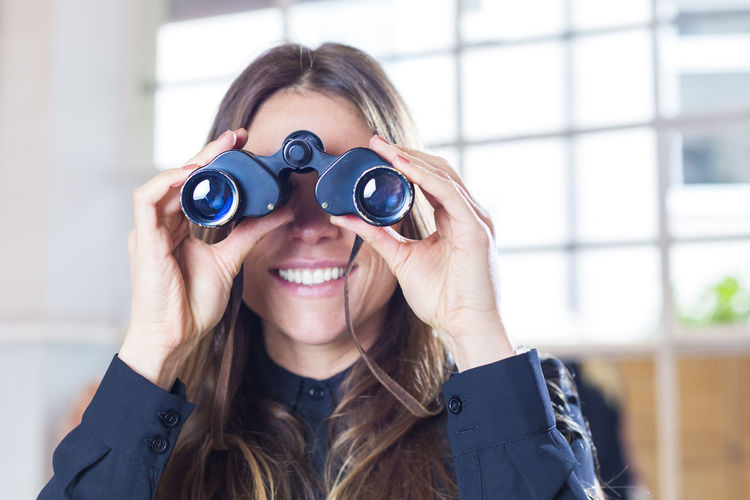 Portrait of modern business woman looking through binoculars Business Dating Fernglas IT Research Smart Analysis Binoculars Business Woman Computer Consultant Consulting Happiness Marketing Online  Online Dating Portrait Sales Search Engine Searching Seo Smiling Startup Technology Women
