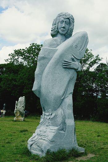 La Vallée Des Saints Statue