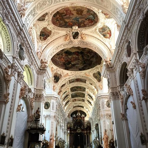 Architecture Religion Arch Place Of Worship History Low Angle View Spirituality Built Structure Travel Destinations Indoors  Day No People Basilica Kirchenschiff Glaube Und Religion Christentum Heilig