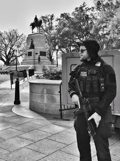 Protection Washington, D. C. Assault Rifles Assaultrifle Ar-15 Ar15 Security Secret Service Gun Control Gun Tree Outdoors Real People Standing One Person Day Statue