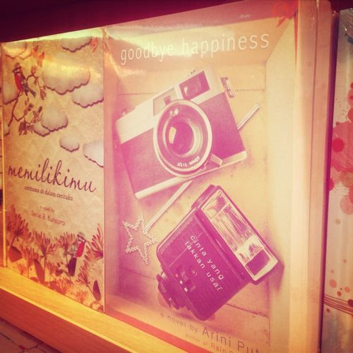 Love this book cover cause same with my camera