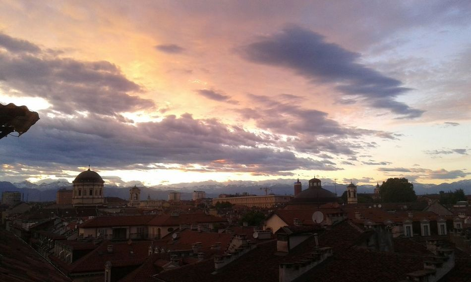 Evening Sera Luce City Citta Cityscapes City View  View From Above View From The Window Vista Dall'alto Vista Dalla Finestra Tramonto Sunset Nuvole NuvoleRosa Clouds Clouds And Sky Rosa Luce Rosa Cielo