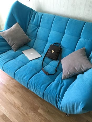 Couch MacBook Work Bag Appartment Home Home Interior Minimalism AirBnB Couchsurfing Laptop Pillow Nap