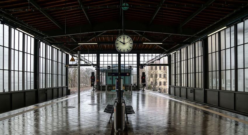 10:00 on platform ... Architecture Bahnhofsuhr Bahnsteig  Building Built Structure Clock Empty No People Platform Reflection Reflection S-bahnhof Sbahnhof Station Station Clock Subway Uhr Urban Urbanphotography