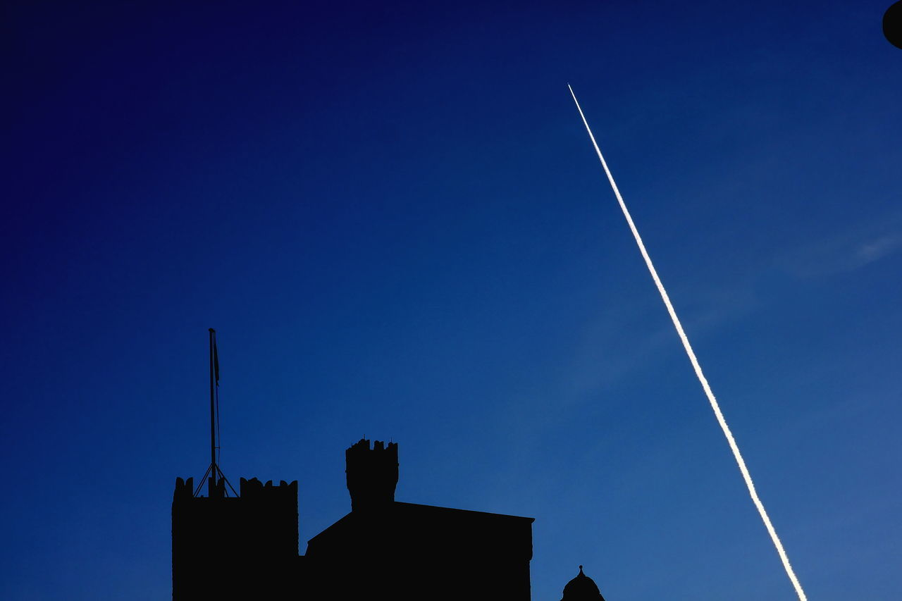 vapor trail, contrail, low angle view, blue, built structure, outdoors, no people, nature, architecture, building exterior, day, sky