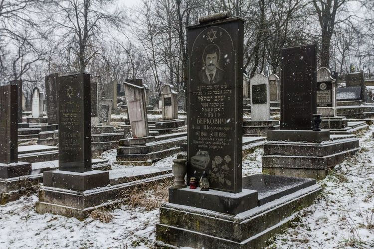 Cemetery Cemetery Photography Grief Memorial Spirituality Winter Cemetary Cemetery Day Grave Graves Gravestone Graveyard History Jewish Cemetary Jewish Cemetery Memorial No People Religion Sadness Sculpture Snow Spirituality The Past Tombstone