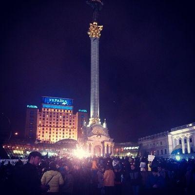 сегодня  вечером нас даже больше чем вчера вечером странно фото я майдан киев