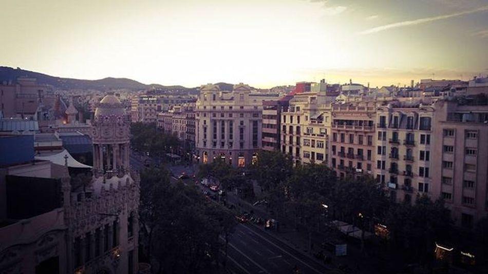Потрясающий вид из моих апартаментов Passeigdegracia Theview TheCity Sunset Fuckoff Fuckoffbitch Fuckit Barcelona Catalunya Espańola Hablaespañol Gangstame