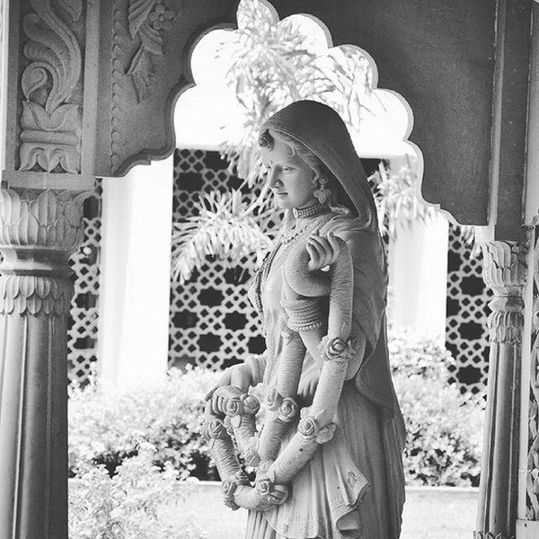 Sushamita MyClick Bnwphotography Bnwphoto Blackandwhite Blackandwhitephoto Photographers Photographs Photogram Photography Photo Photographyislifee Indianbeauty Indian Traditional India Outdoorphotography Outdoor
