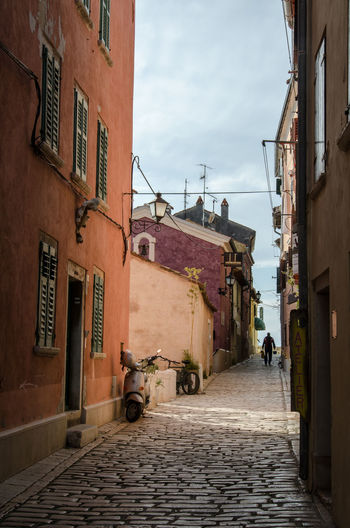 Architecture Buildings & Sky Colourful Buildings Diminishing Perspective Footpath Mediterranean  Narrow Old Town Old Town Residential Building Residential District The Way Forward Vanishing Point