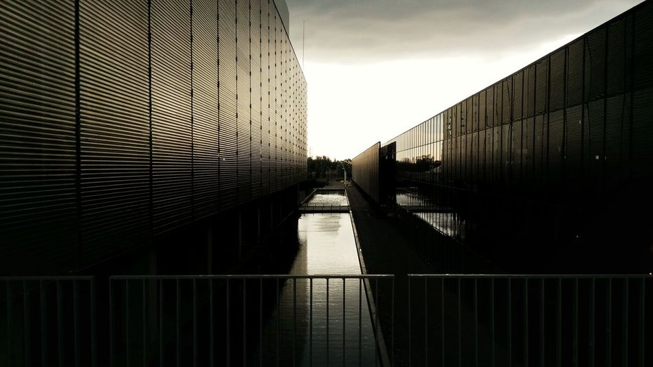 Architecture Built Structure No People Sky Day Clouds And Sky Cloudy Day Fuga Punto De Fuga Black And White Friday