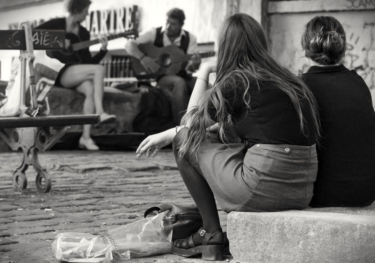 Music Lovers. Street Photography Blackandwhite Streetphoto_bw Monochrome EyeEm Best Shots - Black + White Shades Of Grey