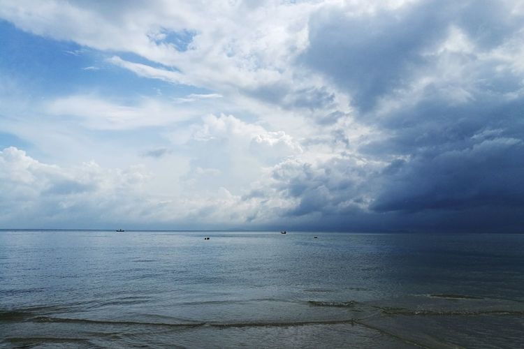 Sea Cloud - Sky Beach Water Landscape Horizon Over Water Scenics Dramatic Sky Nature Sun Beauty In Nature Tranquil Scene No People Outdoors Blue Awe Sky Tranquility Summer Day