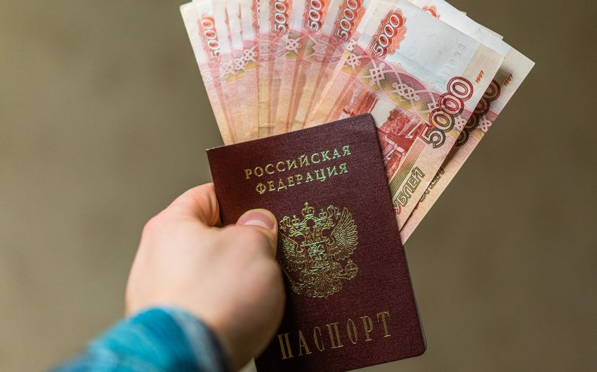 200 рублей 2000 рублей Passport Travel Bills Rouble Rubles Russian Currency Russian Passport Vacation Visa паспорт российский паспорт