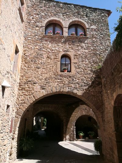 Monells Medieval Architecture Medieval Village Pueblo Medieval Arquitecture Artiquetura Medieval Catalunya Catalonia Catalunyaexperience