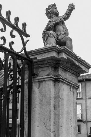 Exterior de la Catedral de León. Catedral Gotico Blackandwhite Monochrome Blackandwite Blancoynegro Arquitectura Arquitecture Streetphotography LeonEsp