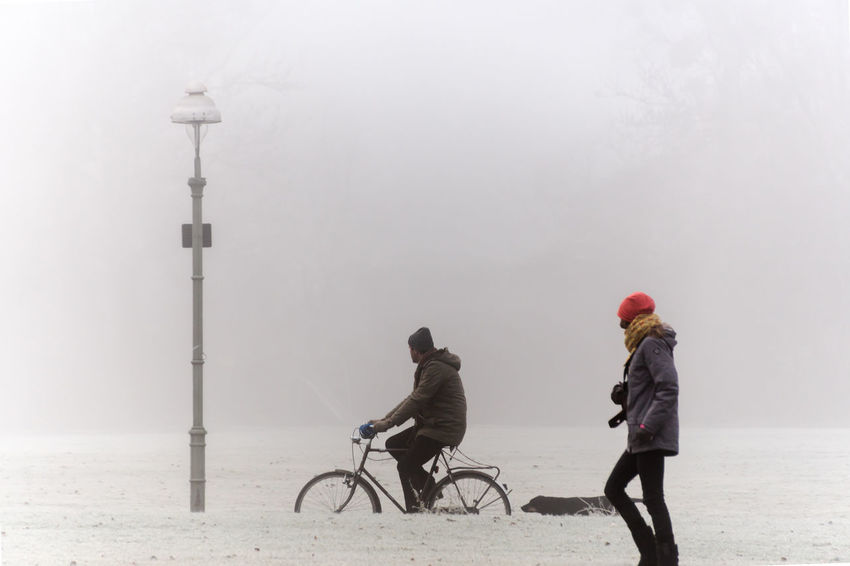 Adult Bicycle Cold Cycling Dust Fog Foggy Foggy Morning Friendship Full Length Headwear Healthy Lifestyle Leisure Activity Lifestyles Mist Misty Misty Morning Nebel Outdoors Sitting Transportation Two People Winter Winter Zehlendorf