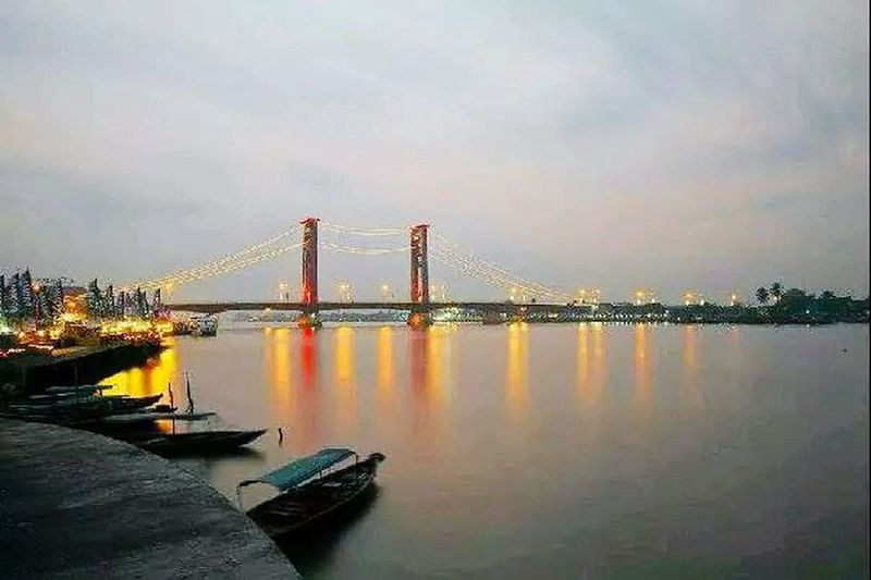 Jembatan Ampera AmperaBridge Historical Building Senja Di Ampera Taking Photos Hanging Out Photography The Bridge