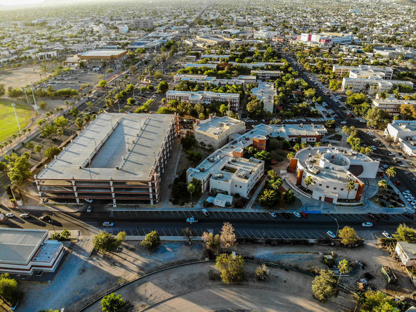 Plaza Emiliana de Zubledia y edificio de Rectoria de la Universidad de Sonora Hermosillo, Sonora a 17 Mayo 2018. Vista aerea City City Street Cityscape Desert Hermosillo Mexico Palm Palm Tree Sonora Tree Trees UniSon University Campus Unıversıty Aereal View Architecture Built Structure High Angle View Outdoors Palm Trees Parque  Recto Universidad University Universitylife