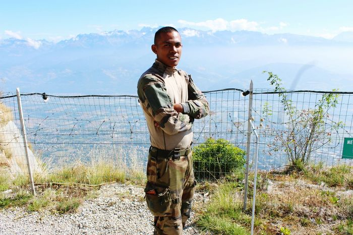 En pleine montagne et marche Watching People Nature Portrait Military Standing Outdoors Army Life Army Strong First Eyeem Photo French Frenchboy