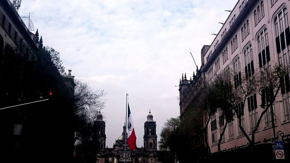 Centro Historico Mexico City Bandera De Mexico Catedral Arquitecture Beautiful Day