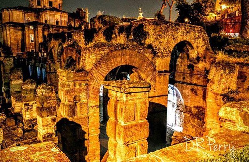 """Spirits of Caesar's Forum"" Fb WP Roma Rome Forodicesare Noidiroma Italy Ig_italy Italy Photobydperry Ig_lazio Lazio Repostromanticitaly Caesar Amazing Spirits Ghost"
