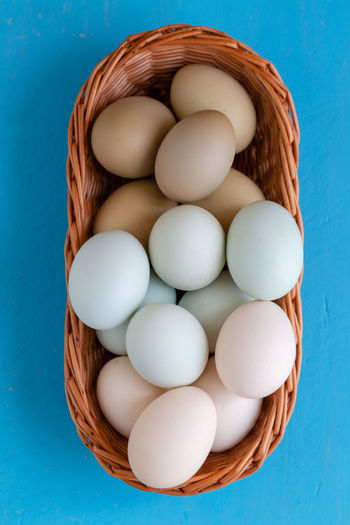 Green tones making gradient eggs in wicker basket on blue wooden background view from top Gradient Vivid Basket Blue Blue Background Close-up Container Contrast Directly Above Egg Food Freshness Green Tone Group Of Objects Happy Easter Healthy Eating High Angle View Large Group Of Objects Raw Food Still Life Top View Turquoise Colored Vibrant Wellbeing Wicker Basket The Foodie - 2019 EyeEm Awards