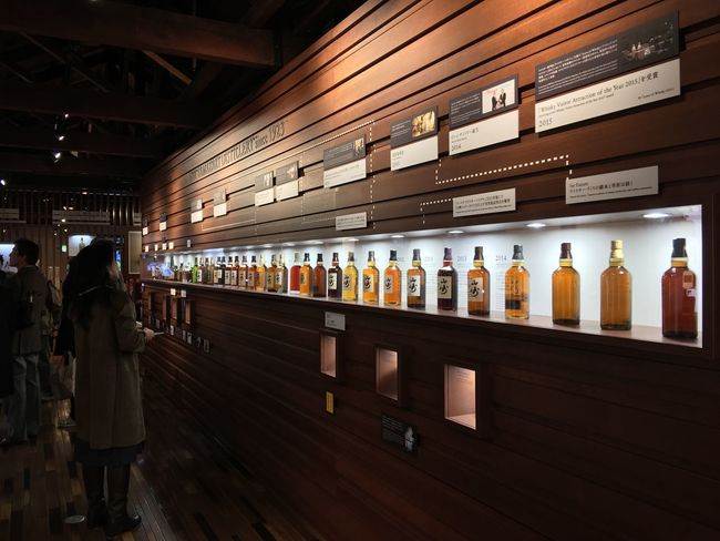 SUNTORY 山崎蒸留所 Indoors  Large Group Of Objects Food And Drink Business Finance And Industry Choice Medical Cannabis Adult City People Supermarket Day