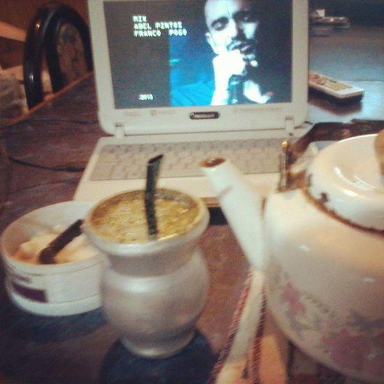 Buenos dias! Desayunando y de fondo AbelPintos . Instapic Photo